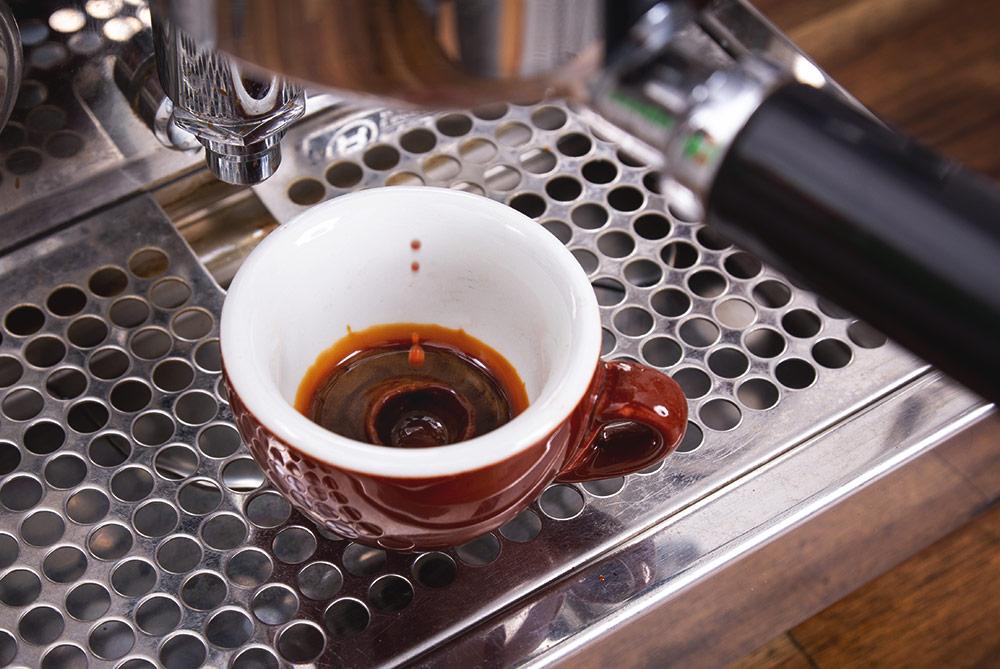 Espresso im Shop: in Siebträger zubereitet