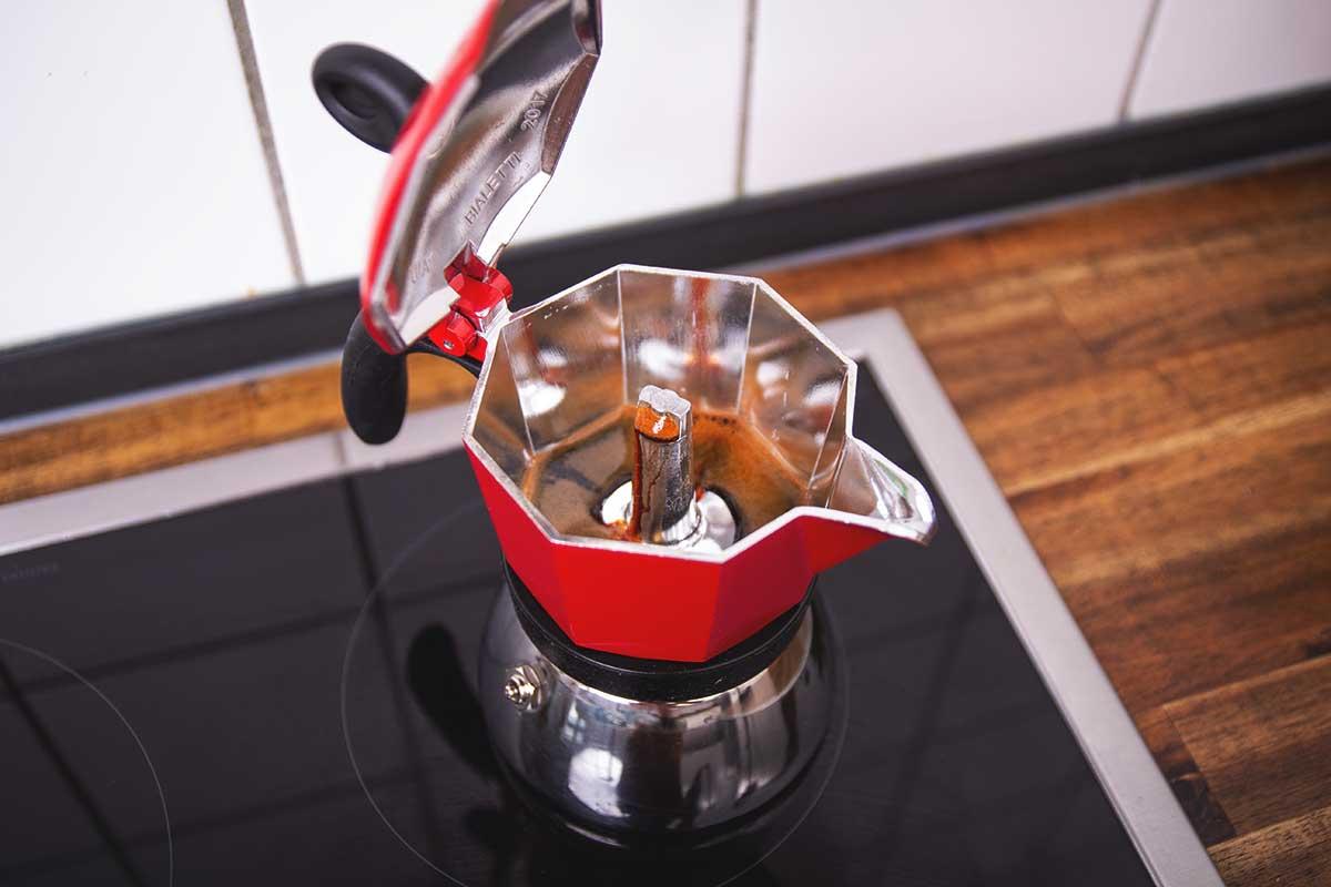Wie hoch ist der Koffeingehalt aus der Herdkanne bzw. Mokka?