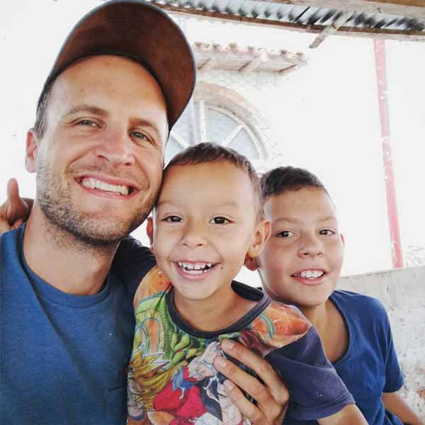 Mit Davíd und Alejo auf Miguel Angel's Farm