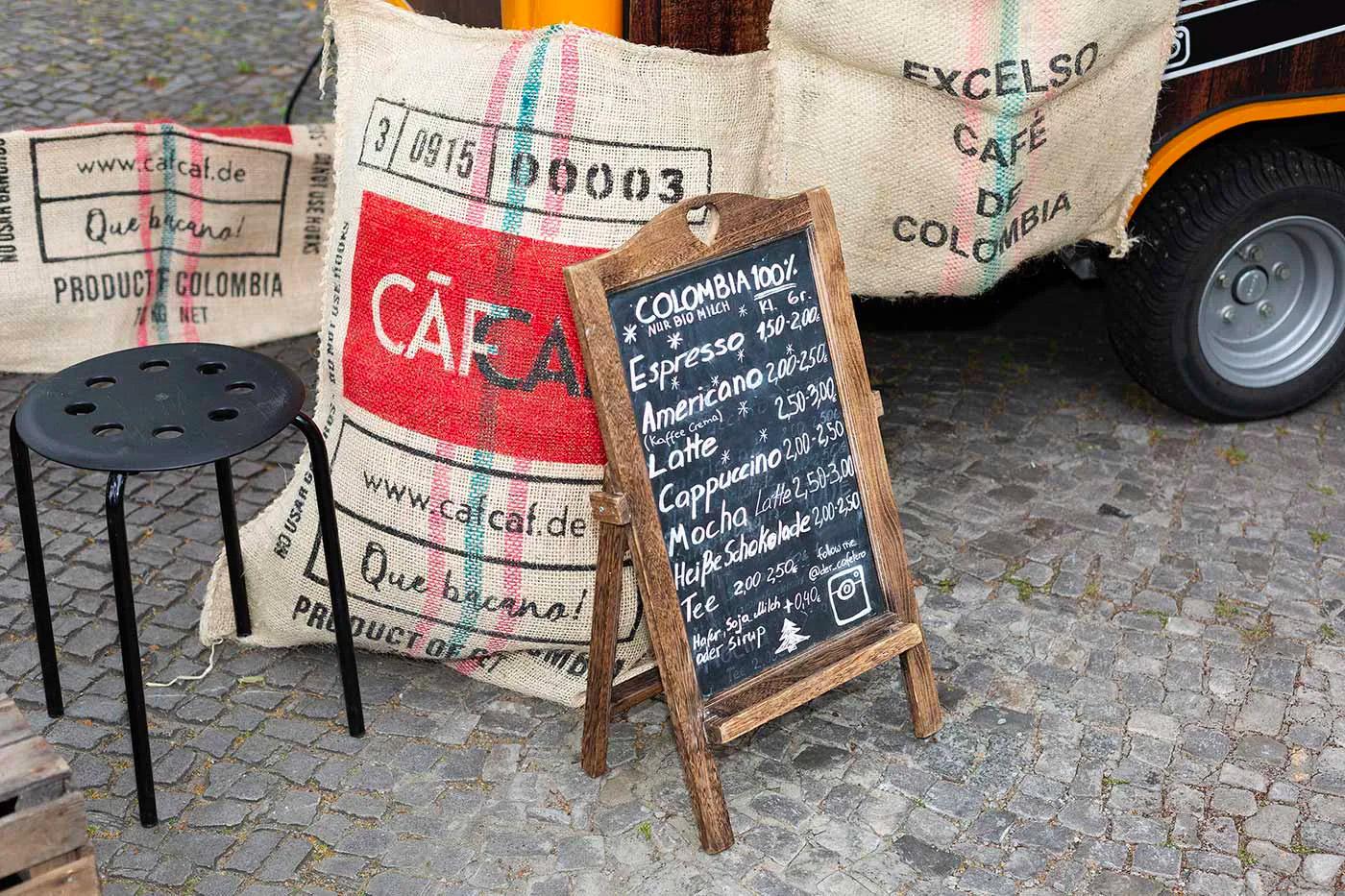 CafCaf Piaggio Kaffee APE mieten in Berlin und Brandenburg