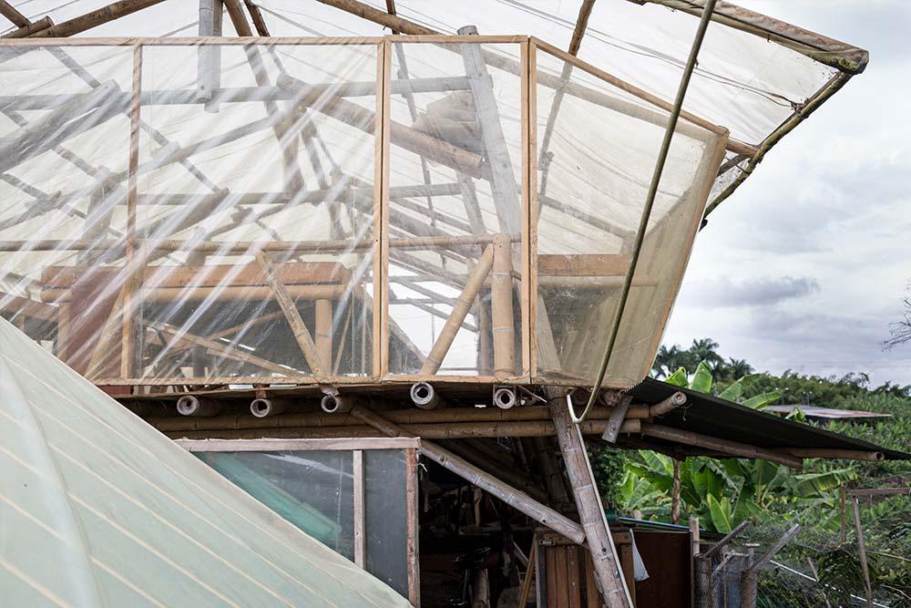Selbst gebaute Trockendeck aus Bambus