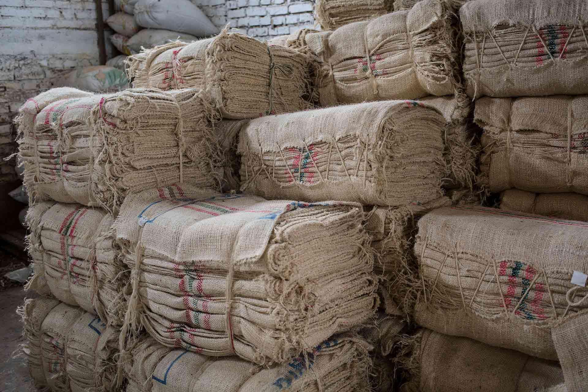 Kaffeesäcke: Jute & Plastik. CafCaf – Kaffee & Blog, Kaffeeblog